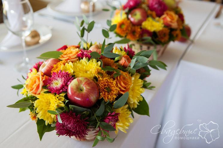Композиции из цветов и яблок